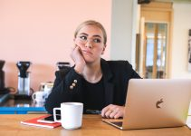 Woman bored of link building